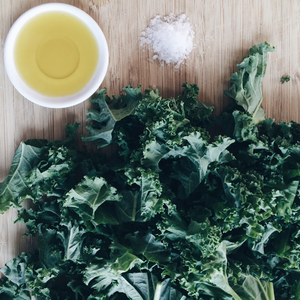 Kale_chips_recipe_littlekinjournal_9
