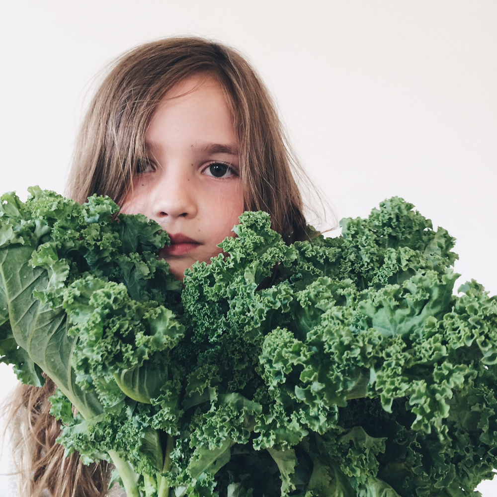 Kale_chips_recipe_littlekinjournal_10