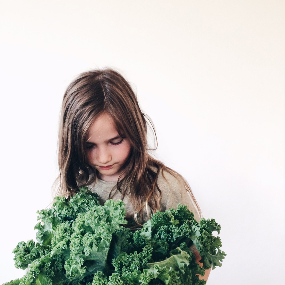 Kale_chips_recipe_littlekinjournal_2