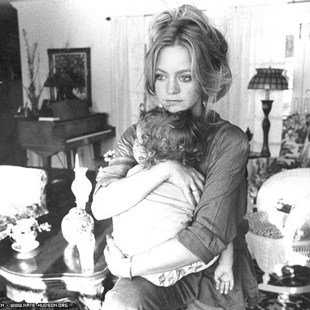 10 iconic pictures to celebrate Mothers day - Little kin